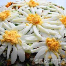 Слоеный салат «Ромашковое поле» — не только красиво но и безумно вкусно!