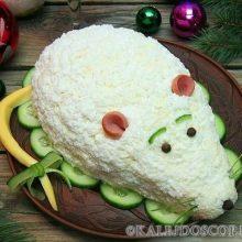 """Новогодний салат """"Крыска"""" с печенью, сладким перцем и сыром"""