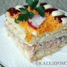 Рыбный салатик с крекерами