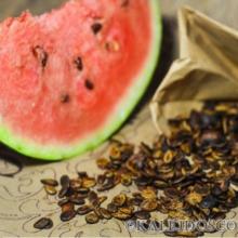 Возьми горсть арбузных семечек и брось их в кипящую воду: результат тебя шокирует!